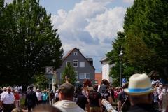 Nach gut einer Stunde Fußmarsch ziehen wir am Rathausplatz ein und werden als Kulturpreisträger 2019 herzlich empfangen.