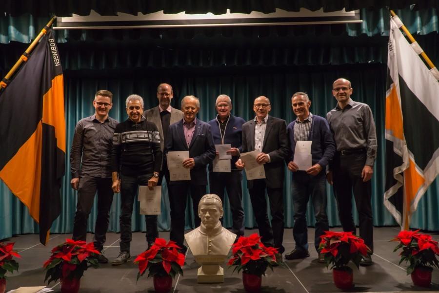Gruppenbild der anwesenden Mitglieder, die für 50 Jahre Treue zum Kolpingwerk geehrt wurden.