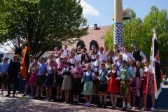 Maifest 2019: Unsere Tänzer vor dem Maibaum