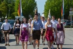 Maifest 2019: Viele Helfer engagierten sich, z. B. als Abordnung für das Kolpingbanner und das Jugendbanner
