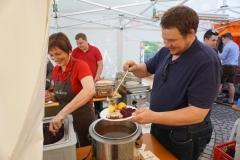 Maifest 2019:  Familie Naumann versorgte die Gäste mit warmem Essen.
