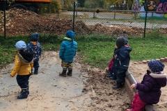 Natürlich gehen alle gemeinsam auch gerne zum Spielen nach draußen.