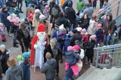 Alljährlich besucht der Nikolaus auch den Bobinger Christkindlmarkt.