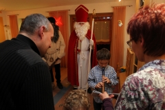 Der Heilige Nikolaus hört sich gerne einstudierte Lieder und Gedichte an.